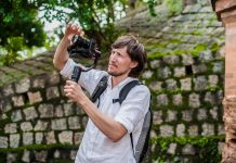 Man videographer shoots video in the electronic camera stabilizer steadycam